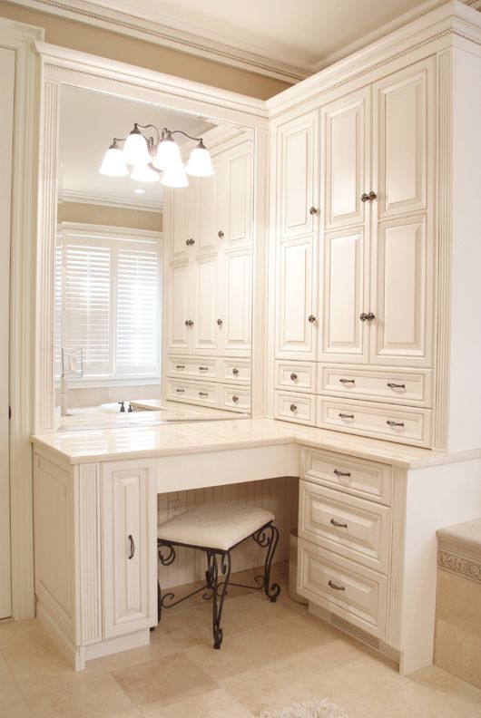 Makeup area with sweet little touches like the reeded ends and mirror surround and the beadboard panel at the seated area. Love this unit.