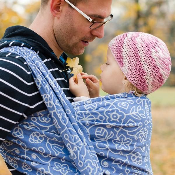 Sestrice Folk Cobalt action photo babywearing dad