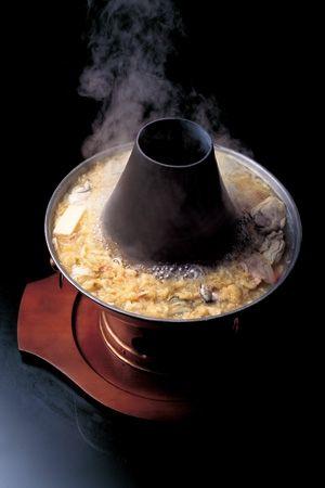 「華都飯店」の白菜鍋 冬にしか仕込まない季節限定「酸菜鍋