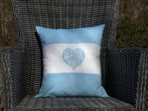 Poduszka z haftowanym sercem