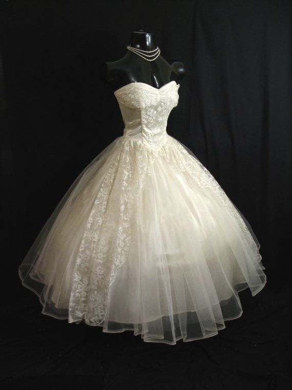 Vintage 50's STRAPLESS Ivory Tulle Lace Satin WEDDING Prom Formal Dress Gown {Repin}
