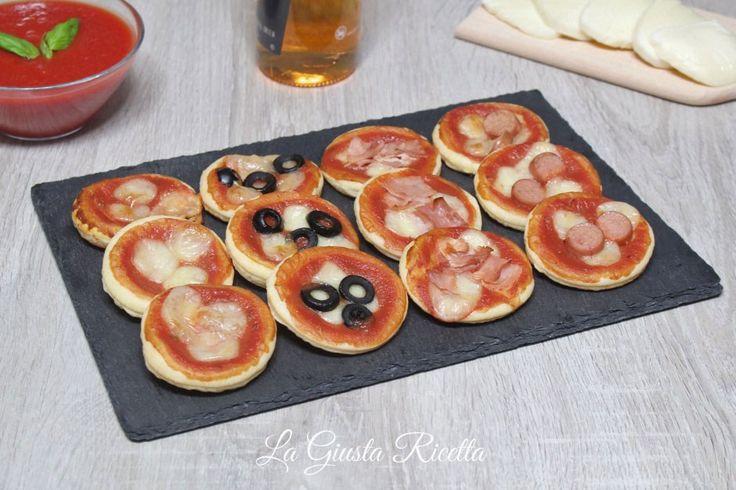 Pizzette di sfoglia - La Giusta Ricetta - Ricette semplici di cucinaLa Giusta Ricetta – Ricette semplici di cucina