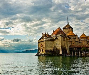 Château de Chillon, Montreaux, #Switzerland // Beautiful Castles Around the World