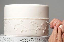 Hochzeitstorte mit Icing dekorieren