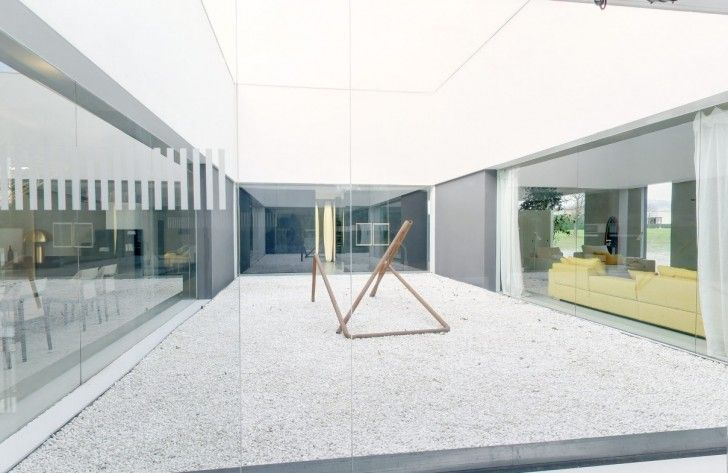 Home Design, Glass Partition Internal Outdoor Space With Installation Art Garden And White Stones ~ Charming Glass Wall Interior Embracing the Minimalist Home Design