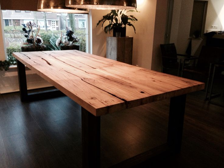 Tafel van wagonhout met stalen frame - wooden table dining
