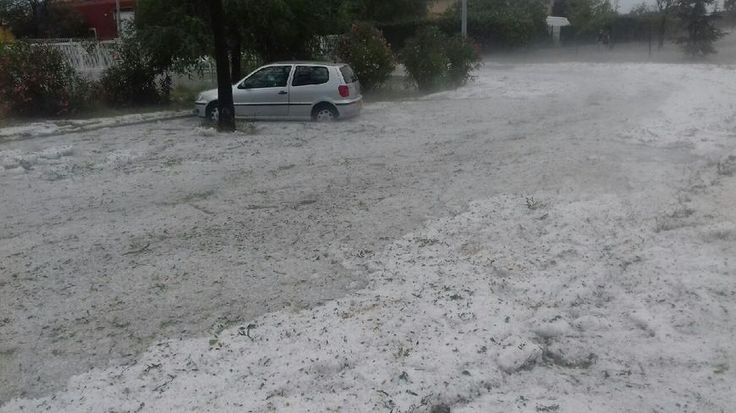 Les pompiers des Pyrénées-Orientales sont débordés par les appels ce lundi après-midi, après les forts orages qui ont frappé le département. Plus de 1.000 impacts de foudre ont été recensés.
