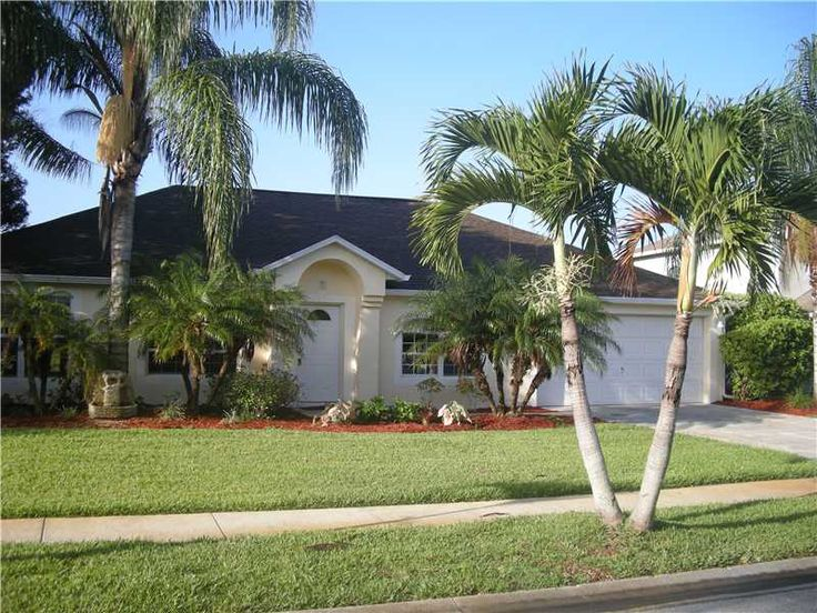 HOME WARRANTY! MUST SEE BEAUTY IN GATED COMMUNITY. 2 WALK IN CLOSETS IN MASTER BEDROOM & 2 FULL PANTRYS IN KITCHEN. PLENTY OF ROOM FOR ENTERTAINING OUTSIDE & IN. YARD BACKS UP TO THE LAKE. BEAUTIFULLY LANDSCAPED. GORGEOUS VIEW! Room sizes are approx. & are not warranted
