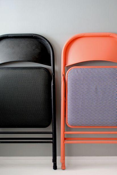 transform folding chairs with spray paint and fabric. yeeeoooooooow!