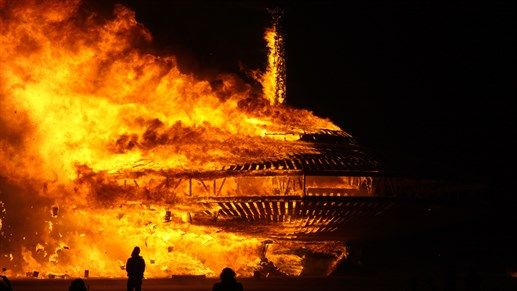 Places to visit in 2016: The amazing Burning Man festival held in a dessert in Nevada, USA #festival #burning #fire #kilroy #burningman