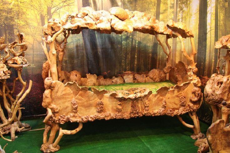 На протяжении 15 лет мастер Юрий Андреевич Карбивничий занимался изготовлением мебели из капа. Экспонаты не продаются, так как автор изделий считает, что вдохновение и богатства природного материала, благодаря которым изготавливалась мебель бесценны  Березовый кап – довольно редкий материал, мастер, изготавливающий подобную мебель тратит много времени на то, чтобы его найти, но из этого материала получаются по-настоящему шедевральные изделия, например, спальные гарнитуры или диваны!