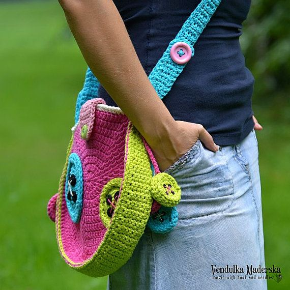*This is a crochet pattern and not the finished item*    Mad about the buttons - crossbody bag :-)    This pattern is:  - Instant digital download -