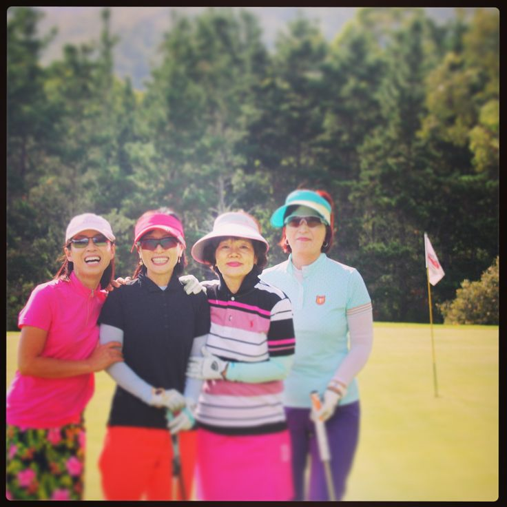 "We welcome our #SouthKorean friends onto the #kvgcr course who happened to mention they were ""enjoying the weather"". Keep swinging girls and good luck! #swing2win #lovemygolf #southkorea #golf #KangarooValley #goodweather"