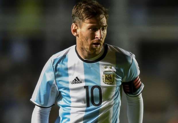 Messi needs title to meet Argentina expectations says Santa Cruz