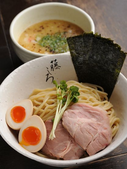 Japanese Tsukemen, Ramen noodles are separately served with dipping soup, and toppings on the side. プリプリ麺の芳醇鶏白湯特製つけ麺