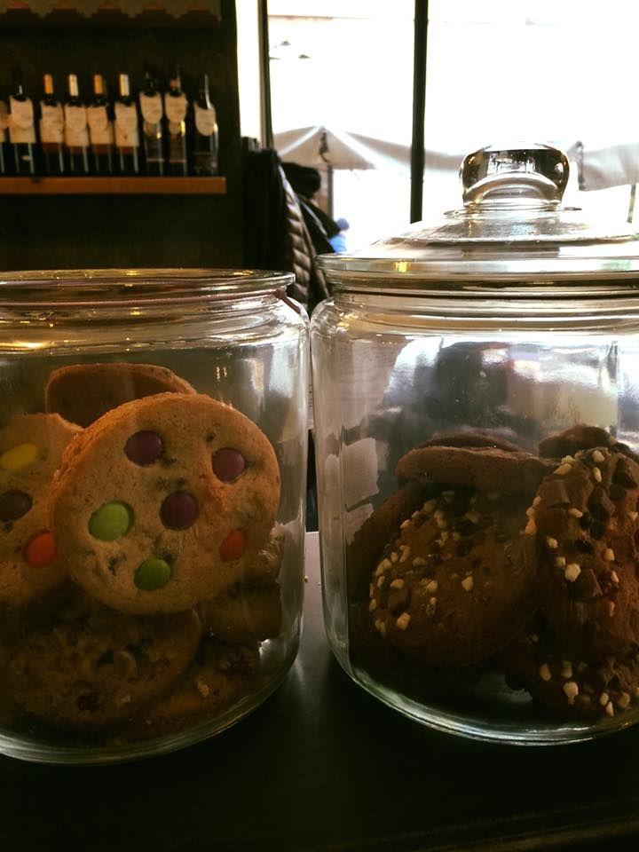 La famiglia dei cookies si allarga. Ora anche al cioccolato mirtilli meringhe o anche con deliziosi bottoncini al cioccolato :-)