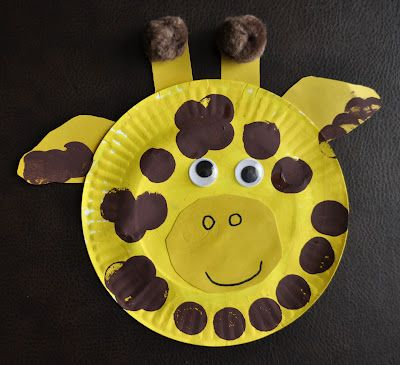 Giraffe craft. easy and a lots of fun for preschool children. Teacher might talke about animals while doing this activity.