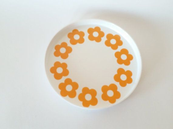 Hey, I found this really awesome Etsy listing at https://www.etsy.com/listing/269936410/retro-60s-melamin-tray-daisy-pattern