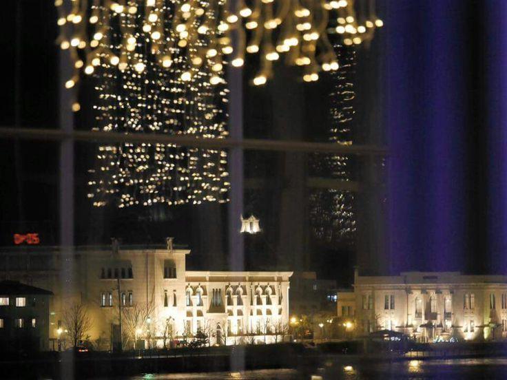 朱鷺メッセ 新潟コンベンションセンター (TOKI MESSE)は新潟市、新潟県にあります。 ハイテクビルから信濃川対岸にある旧新潟税関の洋館を。友人が撮影しました。