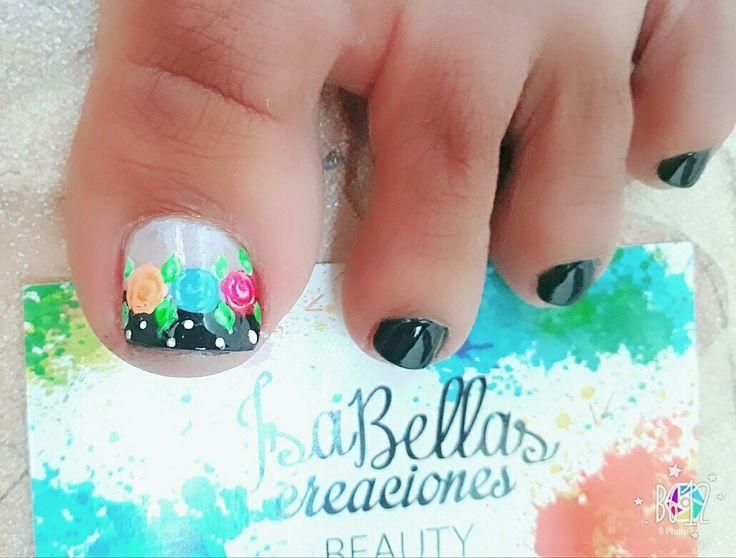#arteconamor #uñaslindas #beauty #isabel #rosas #decoraciónconnegro #pies #nails #masglo