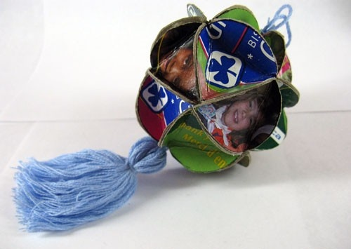 Great and easy way to make a holiday craft out of recycled Girl Guide Cookie boxes! (or any boxes for that matter!).