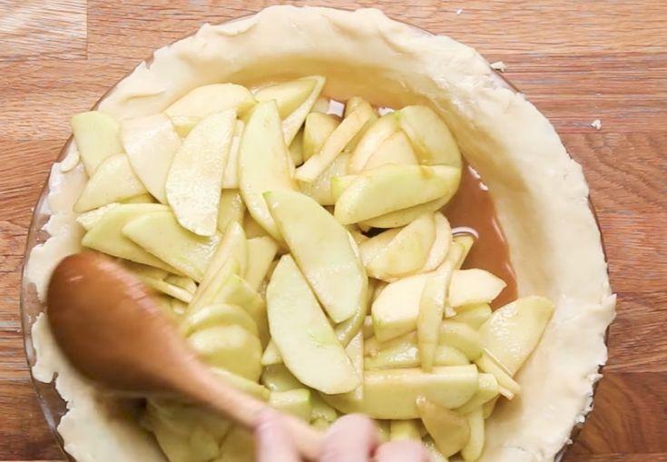 Tämä+ihana+omenapiirakka+sisältä+kilon+omenoita+–+lopputulos+sai+kuolani+valumaan