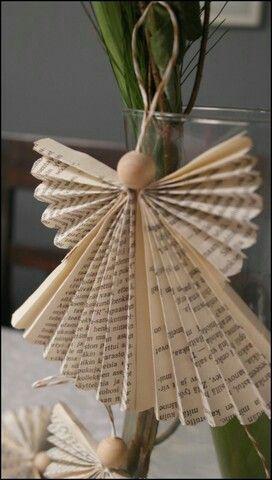 Enkeli joulu puuhelmi vanha kirja kirjansivu taittelu lahja koriste kortti
