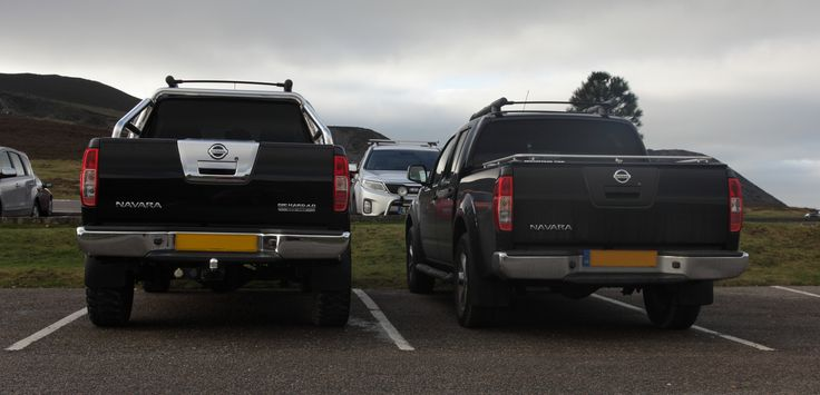 "Rear view comparison of Standard Verses lifted Nissan Navara D40, Nissan Frontier. Modified one has 2.5""lift kit front and rear and 32"" Mud terrain tyres. Double click image for full screen view !"