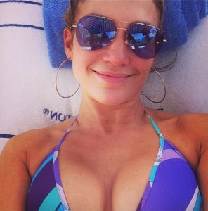 Jennifer Lopez No Makeup needed & still beautiful