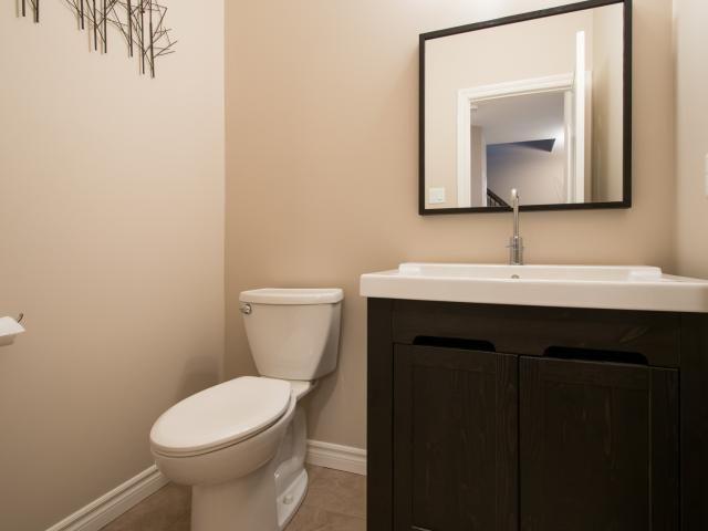 1047 Oakcrossing Rd, London -   2 Year Old, 3 Bedroom, 2.5 Bathroom, with Granite Countertops in Oakridge Crossing! -   http://www.JeffBroughton.ca/listing/cms/1047-oakcrossing-rd-london/