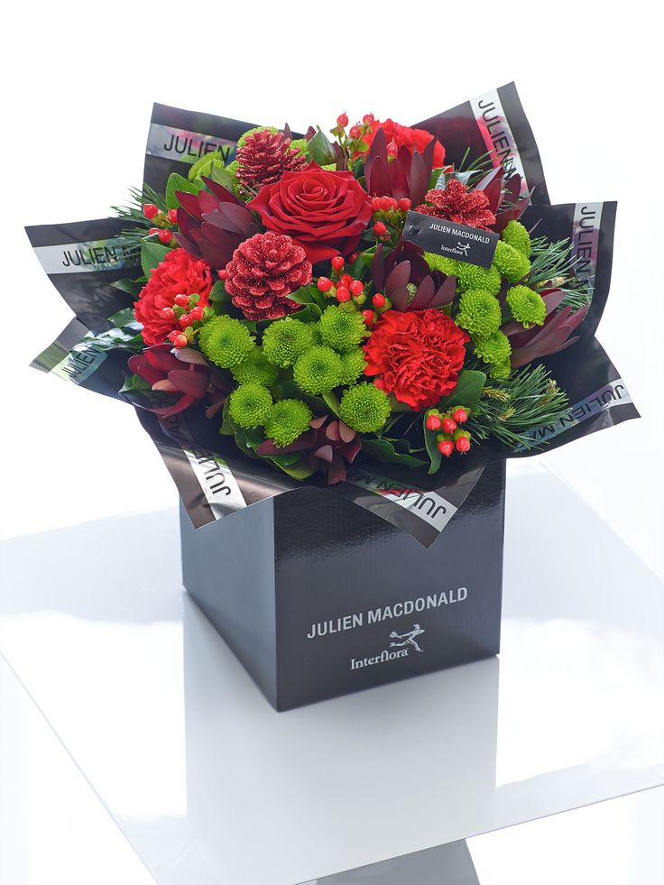 This festive hand-tied is the epitome of chic