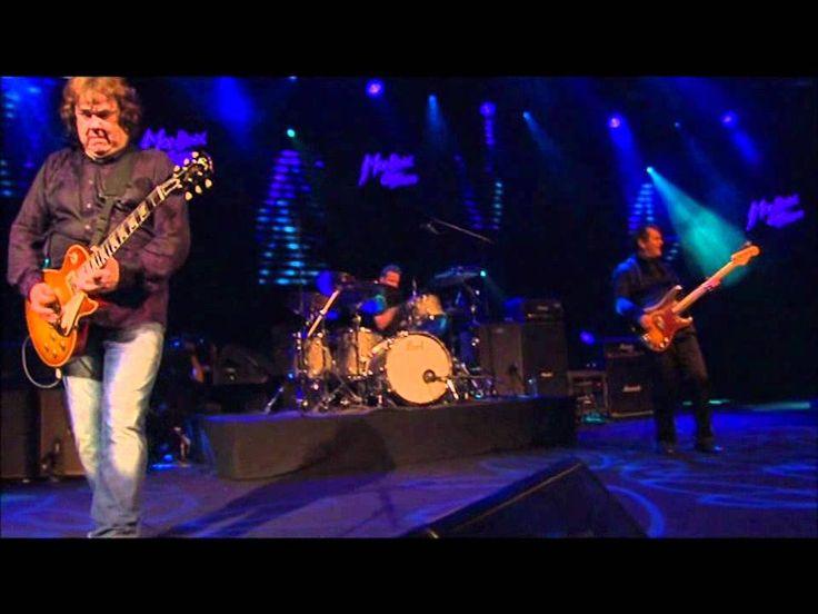 Resultado de imagen de Gary Moore - Parisienne Walkways Live Montreux 2010..RIP...the last and the best version RIP Gary