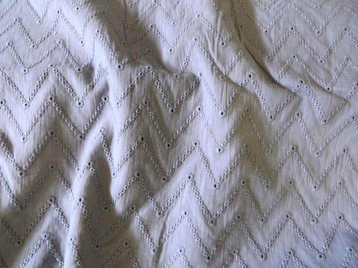 2125-63 Katoen broderie zigzag grijs