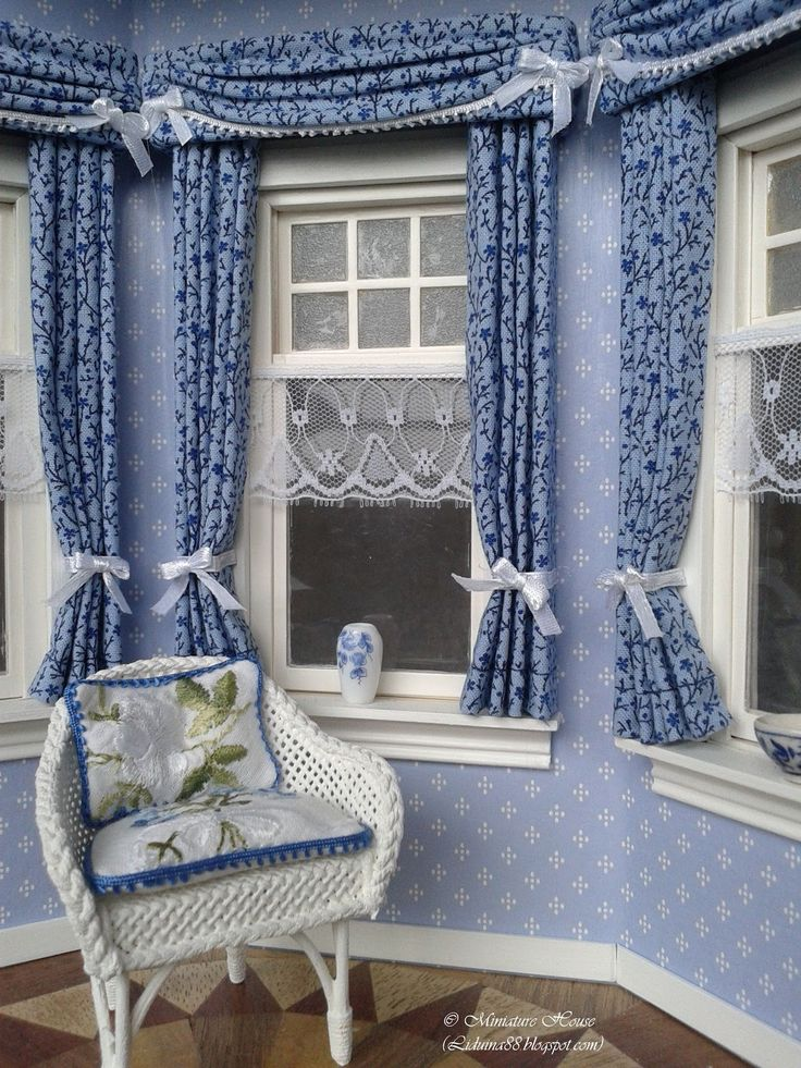 I have been busy making curtains for the blue bay window and the  living room downstairs in my Miniature House. I begun with making ...