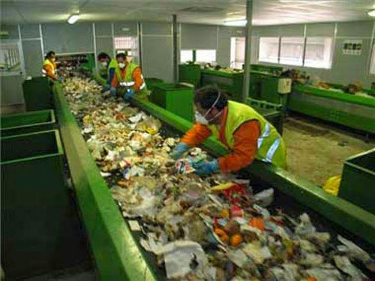 AIRLIFE te dice Ejemplos de actividades que no son la prevención de la contaminación Cualquier tipo de control de tratamiento de residuos no es la solución adecuada para evitar la contaminación. Por ejemplo El Reciclaje se lleva a cabo fuera del edificio o industria. Aunque el reciclaje ayuda a reducir la cantidad de basura enviada para su eliminación no impide la contaminación.