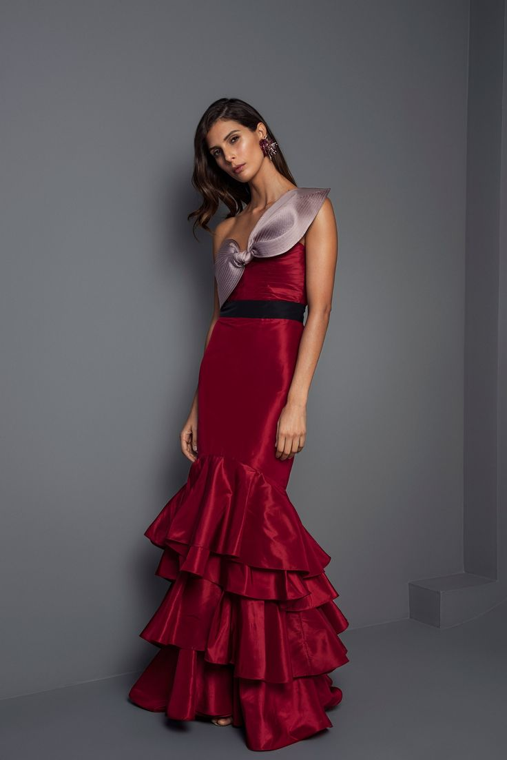 Johanna Ortiz Fall 2017 Ready-to-Wear Collection Photos - Vogue (La Viajera Silk Taffeta Dress)