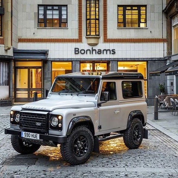 On the 16th December there is the sale of the 2000000th Land Rover Defender 90.