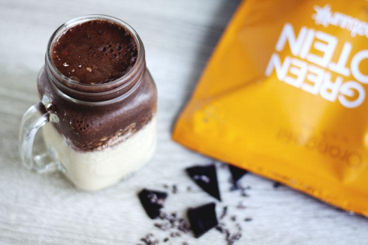 Deze heerlijke eiwit smoothie met Fit Green Protein, havermout, cacao, banaan en amandelmelk is de ideale smoothie voor een sterk, fit en gezond lichaam.