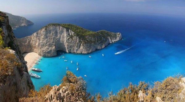 Navagio Beach , ou encore « Shipwreck « , est une crique exposé, souvent dénommé «Smugglers Cove», sur la côte de Zakynthos, dans les îles Ioniennes de Grèce.