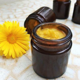 Ringelblumensalbe selber machen: Rezept für eigene Calendula-Creme