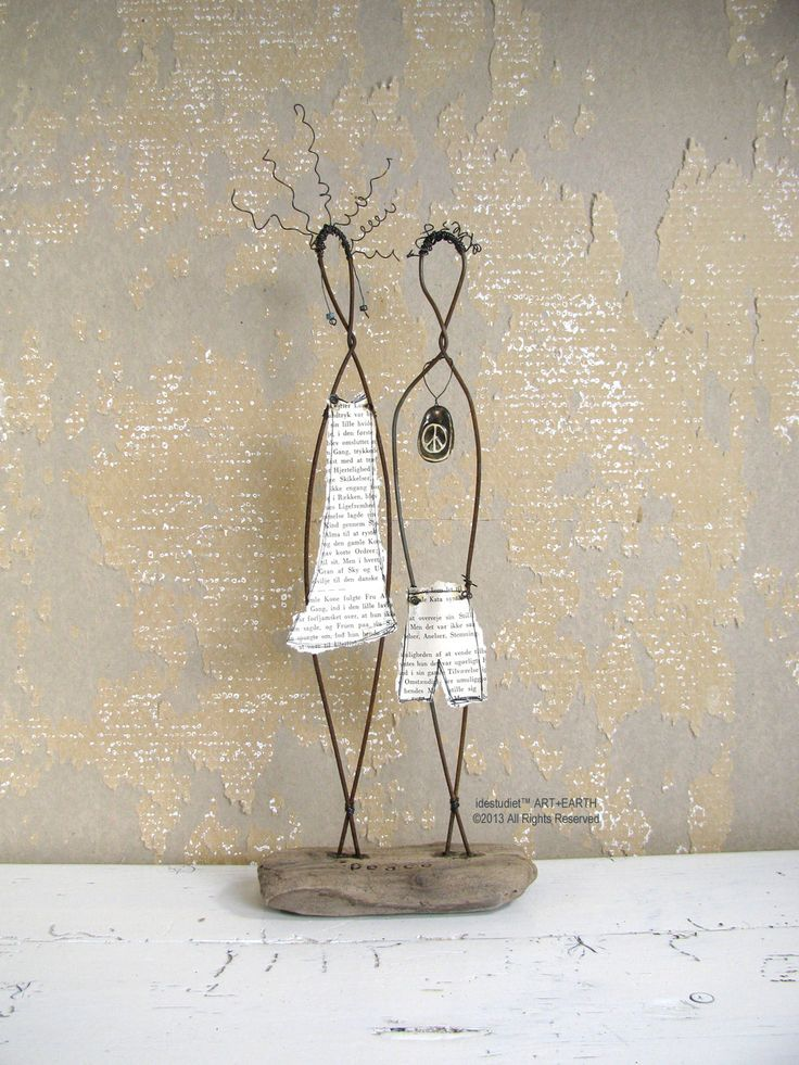 Peace Wire Couple Rustic House Decor on Driftwood от idestudiet