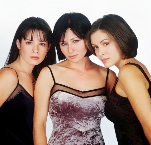 Piper Halliwell (Holly Marie Combs), Prue Halliwell (Shannen Doherty) & Phoebe Halliwell (Alyssa Milano) - Charmed