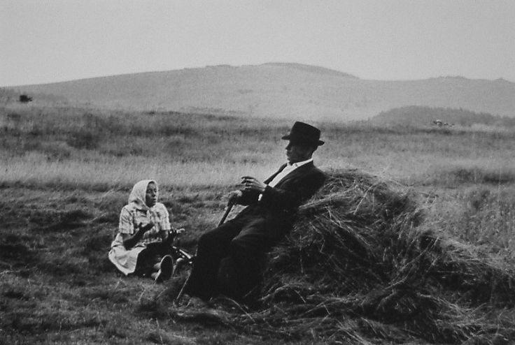 Markéta LUSKACOVA, Couple Sitting in Haystack, Uhorna, 1970