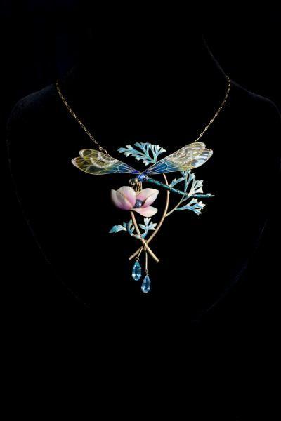 Henri DUBRET (1872-1947). Important pendentif Art Nouveau en or, émail, petits [...], Bijoux et Numismatique à Sadde - Dijon | Auction.fr