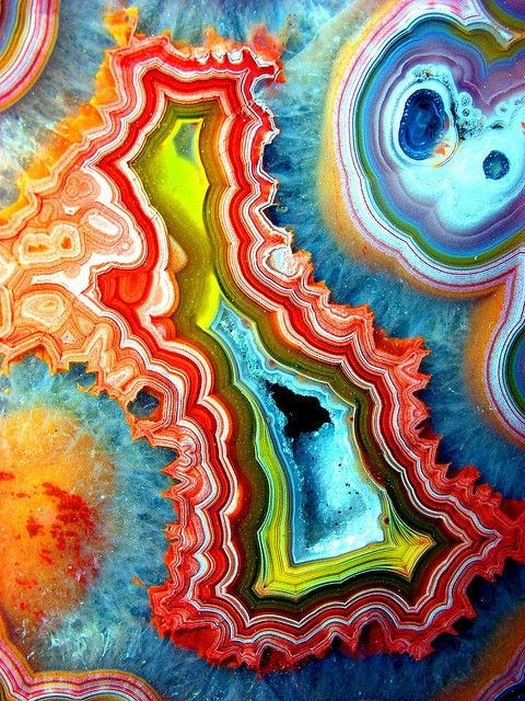 Holy crap. I would LOVE to have this....if it really exists that is lol. Colorful Agate