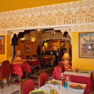 Le Cherazade propose une cuisine traditionnelle marocaine : couscous, tajines, grillades... Le restaurateur a récemment obtenu le titre d'Artisan Couscoussier. Cuisine traditionnelle marocaine à base de produits frais du terroir : couscous, tajines, grillades et salades sur place et à emporter. Possibilité d'accueillir des groupes.