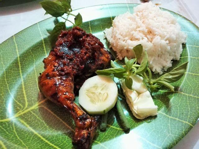 新・バリの素(もと): インドネシア風の炭火焼きチキン(BBQ)、バリ島クタの名店紹介