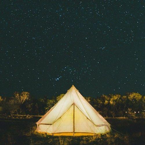 палатка под звездами
