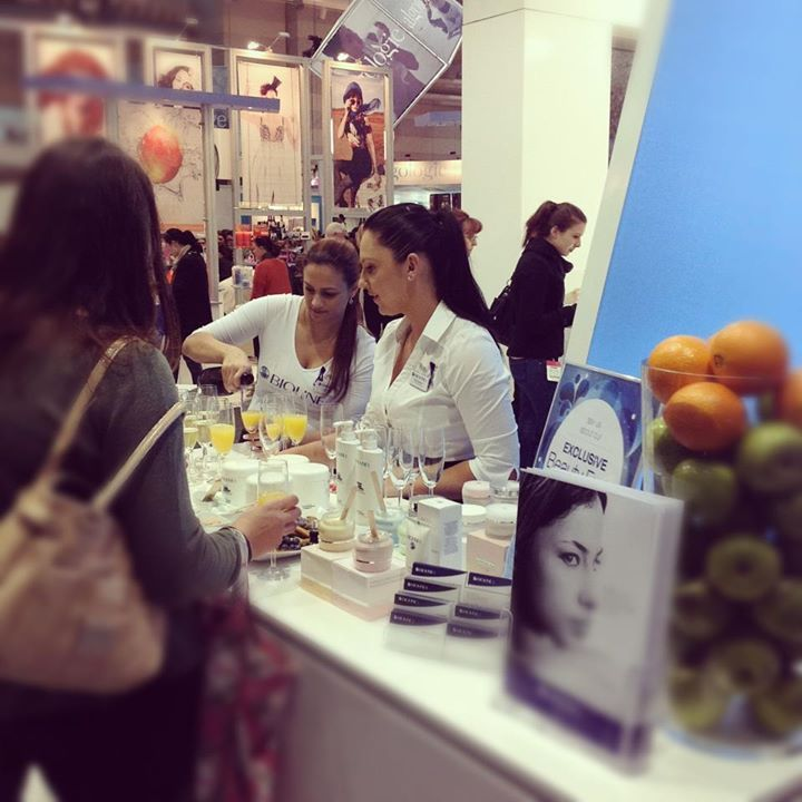 Champagne and juice on the Bioline Jato stand