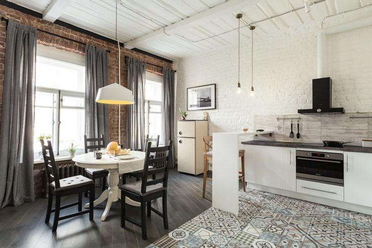 Лофт с деревянным потолком и старинной печью (Петербург) — The Village